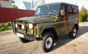 Внедорожник УАЗ-3153 представляет собой удлинённую версию модели 31514